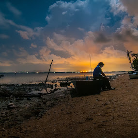 sit in a boat by Fadzlie Baharun - News & Events World Events ( pwcredscapes-dq )