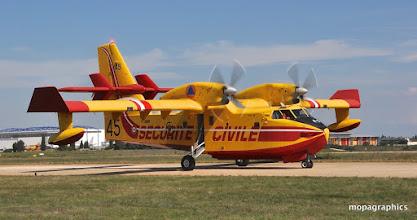 """Photo: Pataud au sol mais si véloce dans les airs le CL415 """"Canadair"""""""