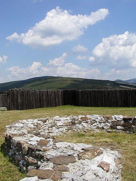 Ruiny wielkomorawskiego grodu w Ducové.