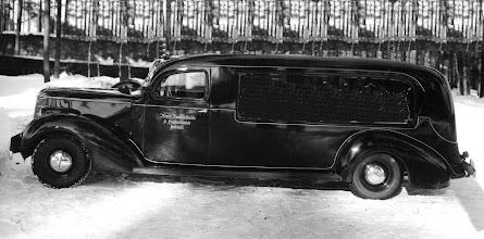 Photo: Blomin hautaustoimiston Studebaker