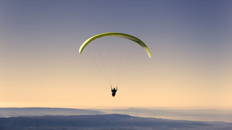 Top international paraglider killed in Western Cape