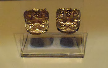 Photo: Pair of gold fasteners, 675-650 BC, Rome Villa Giulia