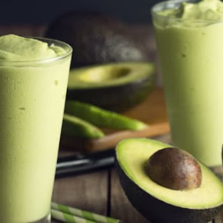Mint and Avocado Green Smoothie