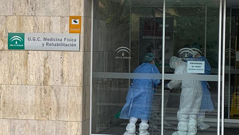 Sanitarios almerienses trabajando.