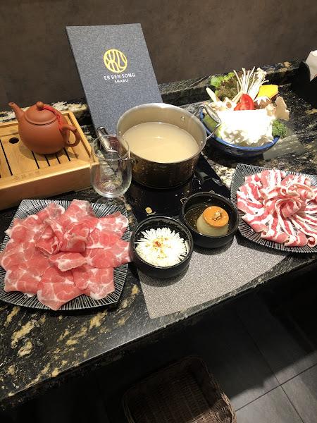 非常驚艷,餐點特別,裝潢時尚,特別推薦海鮮跟甜點鍋餅,紅酒🍷櫻桃鴨非常特別,滿滿的酒香,大安火鍋推薦