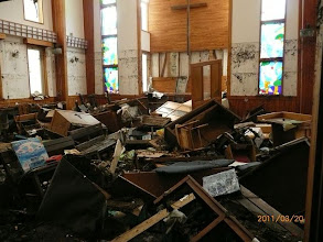 Photo: 津波のつめ跡が生々しい日本基督教団新生釜石教会礼拝堂(Yahoo)