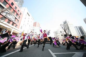 Photo: 2013年に行われた「第13回 浜松 がんこ祭」の写真です。がんこ祭は楽器の街浜松ならではの全国でも唯一「楽器を持って踊ること」のルールの元に、全国から約4500人の参加者と観客10万人が集まる毎年三月に行われるお祭りです。 ■鍛治町 ヤマハ前会場  「浜松 がんこ祭 公式ホームページ」 http://www.ganko-matsuri.com/  2014年は3月15日(土)16日(日)と二日間開催されます。100を越えるチームが優勝を目指し、元気溢れる踊りを披露し、16日の浜松中心街において表彰される最優秀チームの栄誉を目指して競い合います。  ※photo 「zeki」 http://zeki72.exblog.jp/  direct 「株式会社マツヤマデザイン」http://www.md-f.jp/