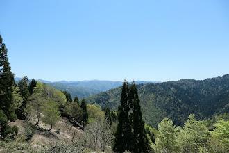 広場からの眺め(奥に比良山地)