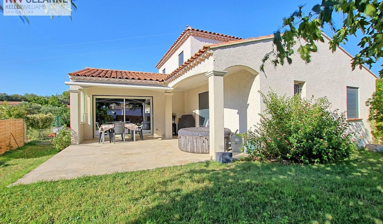 Maison avec terrasse La Barben