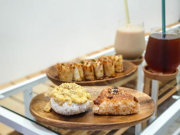 似家一般的溫暖,三杯雞手桿蛋餅搭配日式飯糰,中日混搭風-沐沐家朝食||雙連捷運站美食、大同區