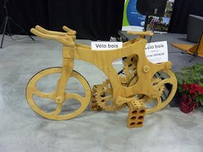 Photo: Le vélo en bois