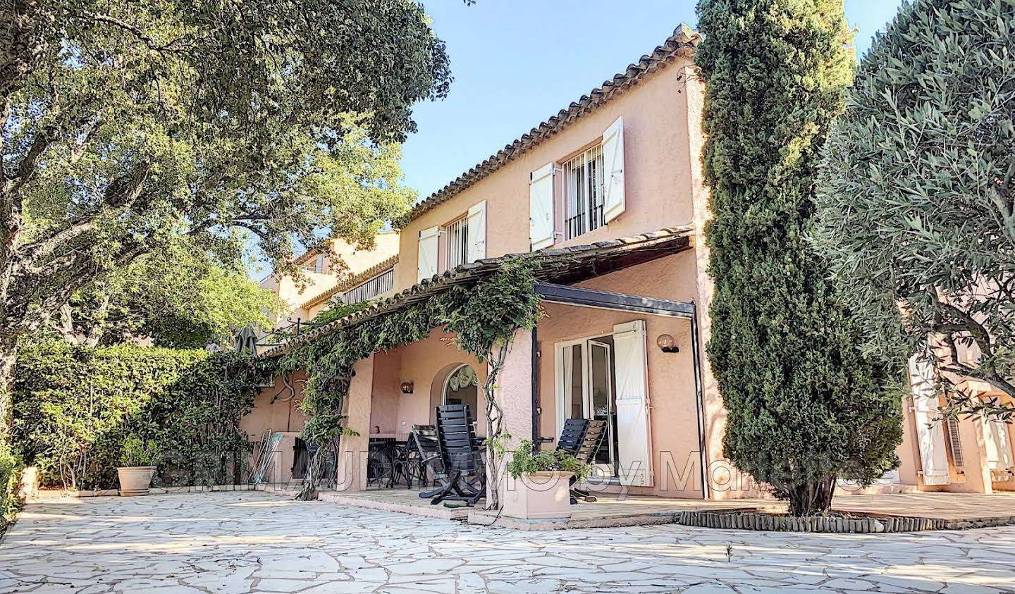 House with pool and terrace Grimaud