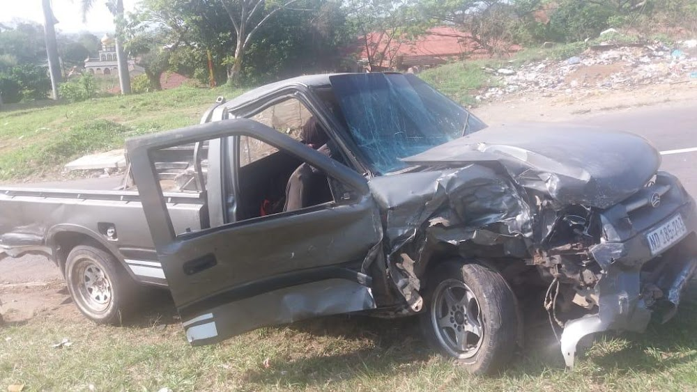 KZN-rowers vlug te voet nadat hulle wegvalvoertuig neergestort het - SowetanLIVE