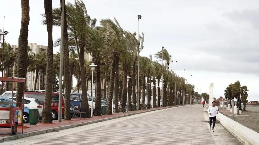 Aviso naranja por fuerte viento este viernes en Almería.
