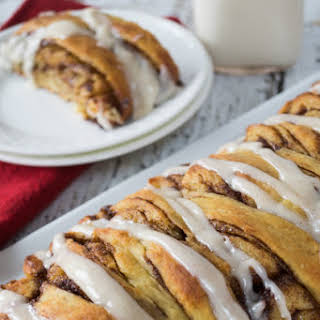 Overnight Pull-Apart Brioche Cinnamon Roll Bread - #Breadbakers.