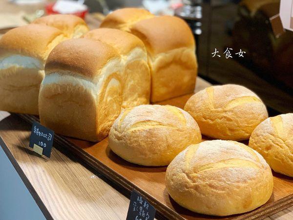 台北美食-RollingEyes 麵包與咖啡 台北不限時咖啡廳!翻白眼麵包店太逗!XD 台北麵包店/大安站美食