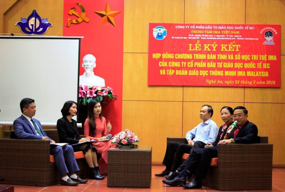 Các vị khách mời giải đáp thắc mắc của các bậc phụ huynh về chương trình IMA