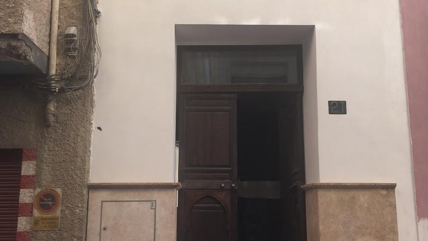 El hotel ha aprovechado muros de una antigua vivienda.