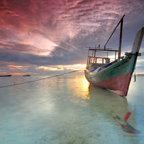 cloud at noon by Rawi Wie - Transportation Boats