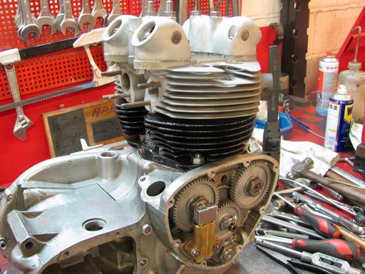Le moteur 500 est équipé de sa culasse et de sa distribution.