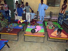 Photo: sur lesquels 2 enfants peuvent dormir sans contact avec le sol, donc plus éloignés des insectes