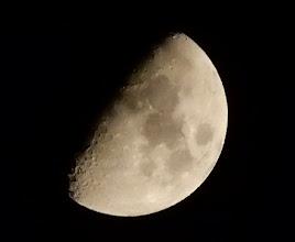Photo: 今宵の月、半月+1日、八日夜月。