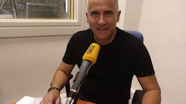 Pepe Morales comentando el partido en la Cadena SER.