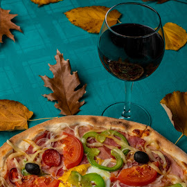 Pizza by Ewald Gruescu - Food & Drink Plated Food ( gruescu, nikon, sigma, ewald, foodporn, pizza, timisoara, photographer, plate, romania, food, wine )