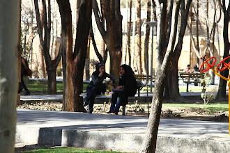 Photo: Esfahanas gausus jaunimo pilnų parkų.  Lots of young people in Esfahan's parks.