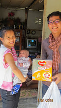 Photo: Suwannee with her baby Toiting (one month) receiving formula milk from Wi