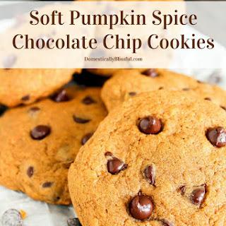 Soft Pumpkin Spice Chocolate Chip Cookies