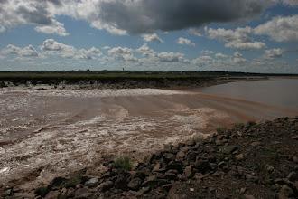 Photo: und zieht vorbei. Der Fluss fliest ab jetzt rückwärts bis die Ebbe einsetzt