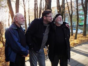 Photo: Iš kairės: skulptorius Vilius Biskis, dailininkai Kornelijus Užuotas ir Raimondas Trušys.
