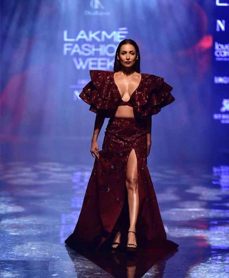 movie malaika arora looks hot on ramp of lakme fashion week 2019 |  Navbharat Times Photogallery