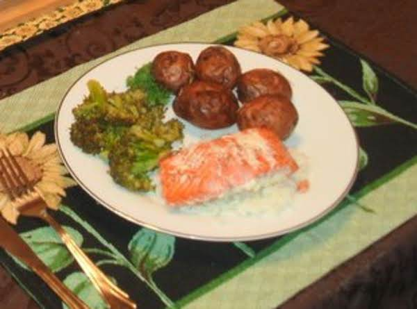 Salmon W/ Dill Sauce