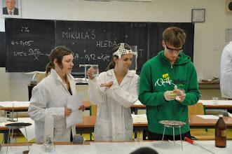 """Photo: Chemická soutěž """"Mikuláš hledá talent 2"""" - učebna přírodních věd (úterý 6. prosinec 2011)."""