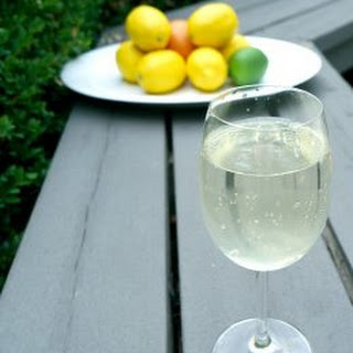 Low Carb White Wine Spritzer