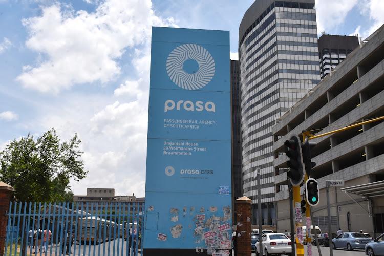交通部长菲基勒·姆巴卢拉(Fikile Mbalula)宣布拨款170亿南非兰特,帮助普拉萨重回正轨。档案照片。