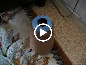 Video: Заправка нити в нитеподаватель