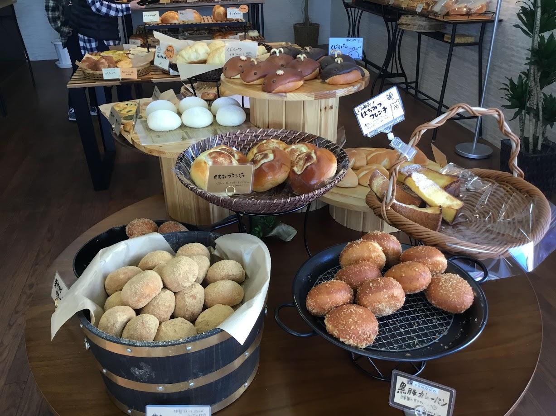 100Premiumbakery SUMOMO佐土原店で、音楽を聞きながらパンを買う。えっ?音楽を聞きながら? これは凄いなと思いました