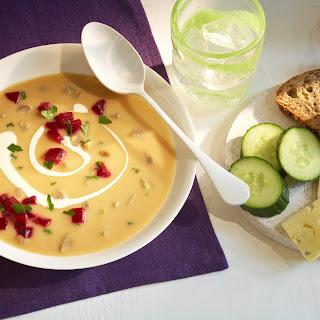 Eierschwammerl Suppe mit Roten Rüben