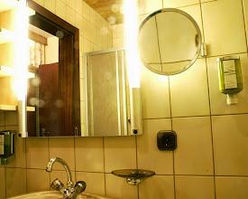 Photo: Dusche und WC