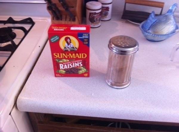 Stir in cinnamon, sugar, and rice into sauce pan.