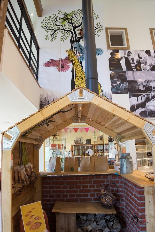 リーフパイのハウス(木の小屋)