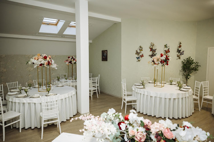 Фото №2 зала Банкетный зал с мансардными окнами