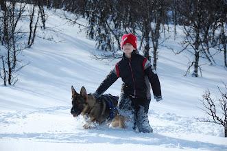 Photo: Ask og Christian koser seg i snøen