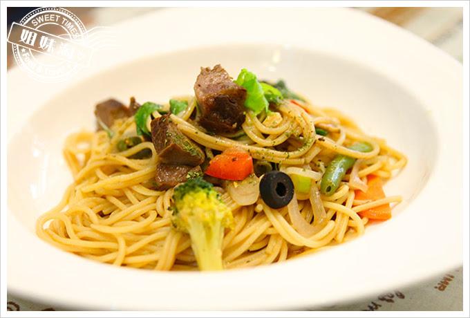 有夠義式青醬廚房巴薩米可老醋嫩煎牛排麵2
