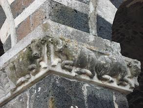 Photo: Santa Trinita di Saccargia , les vaches sur un  pilier