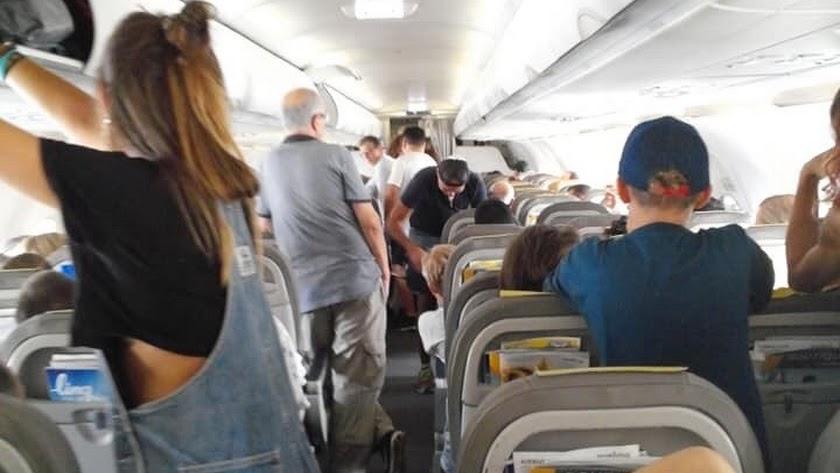 180 pasajeros pasan más de dos horas encerrados en un vuelo Almería-Barcelona