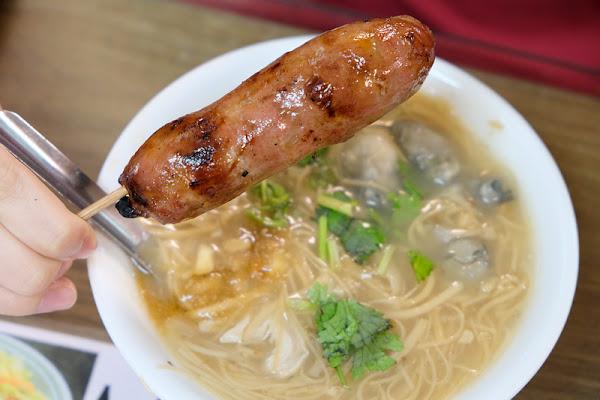 【板橋】油庫口蚵仔麵線:搭配碳烤香腸太對味了,人氣強強滾的知名老店